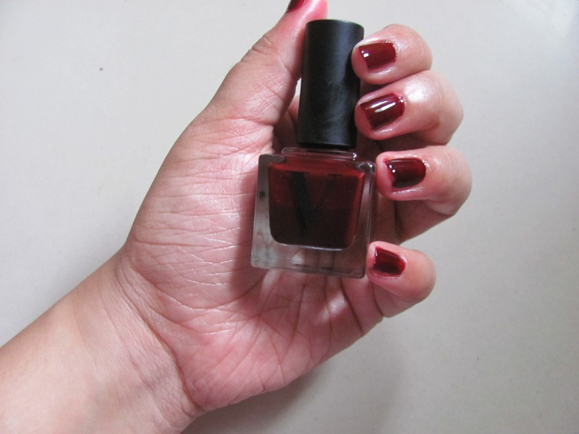 I have been saving my favourite for the last. 'Oh Well' is the best colour I have worn in a while.