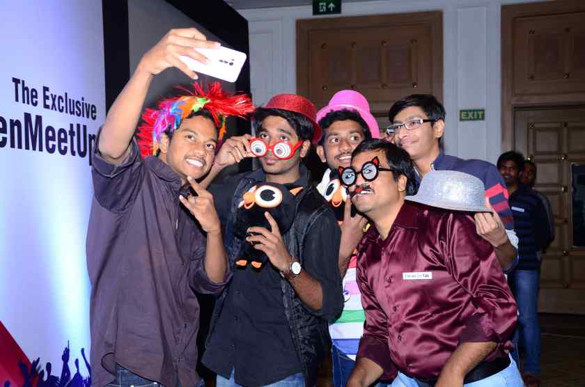 the guys seem pretty keen on the selfie contest